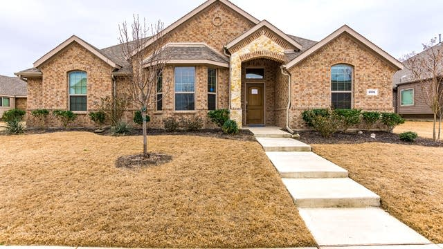 Photo 1 of 28 - 1001 Lincoln Dr, Royse City, TX 75189
