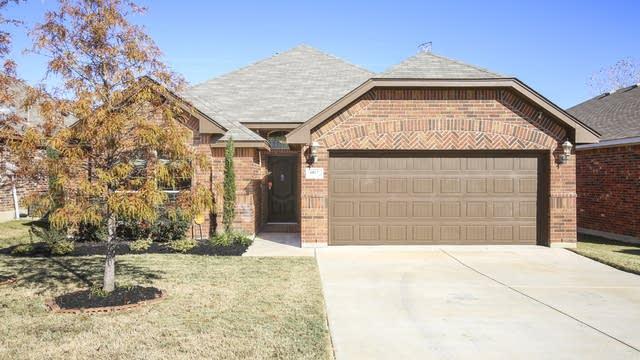 Photo 1 of 27 - 6012 Beachview Ln, Fort Worth, TX 76179