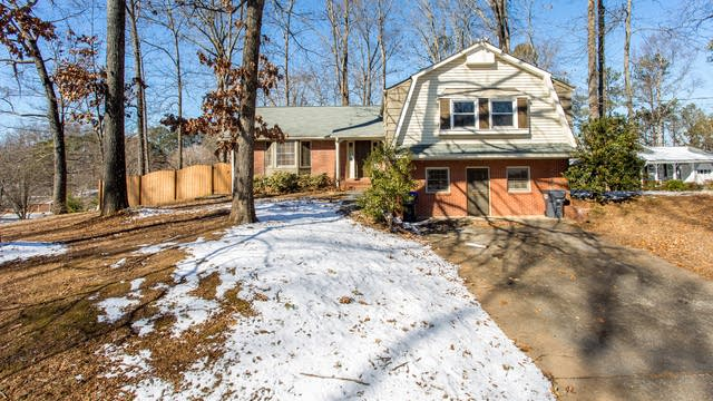 Photo 1 of 31 - 2875 Summit Ridge Dr, Marietta, GA 30066