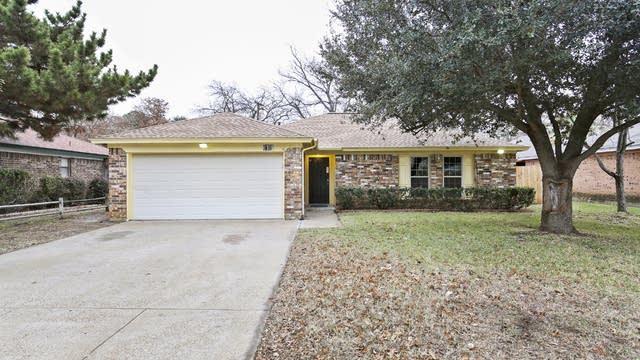 Photo 1 of 26 - 6109 Big Springs Dr, Arlington, TX 76001