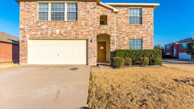 Photo 1 of 31 - 9200 Centennial Dr, Fort Worth, TX 76244