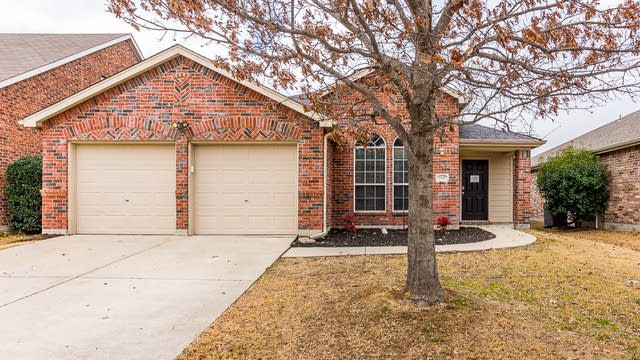 Photo 1 of 30 - 1105 Shearwater Ave, Aubrey, TX 76227