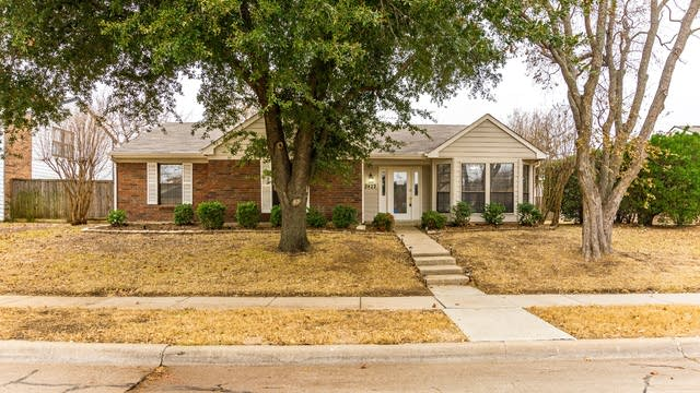 Photo 1 of 28 - 2422 Forestmeadow Dr, Lewisville, TX 75067