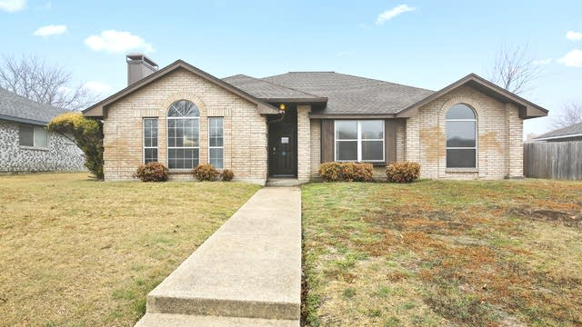 Photo 1 of 26 - 1113 Rosewood Ln, Lancaster, TX 75146
