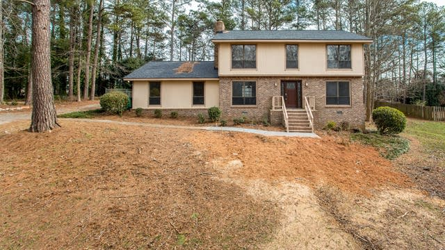 Photo 1 of 31 - 816 Chesterfield Dr, Lawrenceville, GA 30044