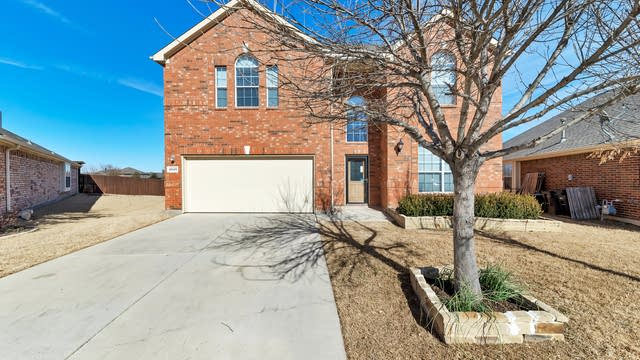 Photo 1 of 32 - 4625 Lance Leaf Dr, Fort Worth, TX 76244