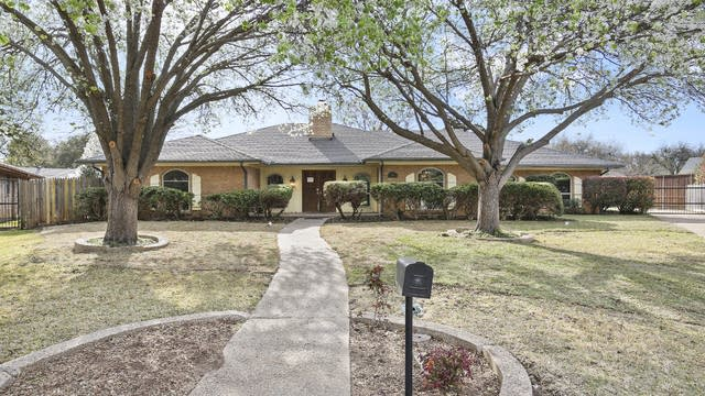 Photo 1 of 25 - 4651 Blue Sage Ct, Fort Worth, TX 76132