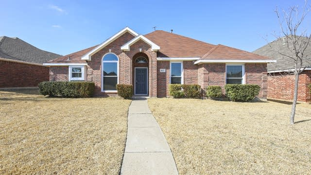 Photo 1 of 27 - 1027 Sea Shell Dr, Mesquite, TX 75149