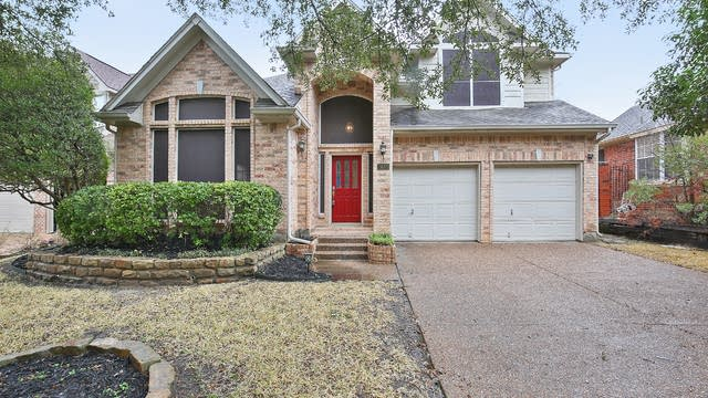 Photo 1 of 30 - 2646 Hidden Ridge Dr, Arlington, TX 76006