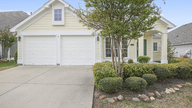 Photo 1 of 26 - 5124 Nash Ln, Fort Worth, TX 76244