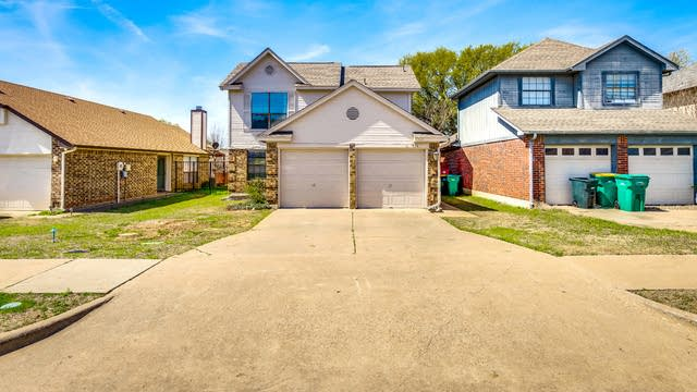 Photo 1 of 24 - 920 S Old Orchard Ln, Lewisville, TX 75067