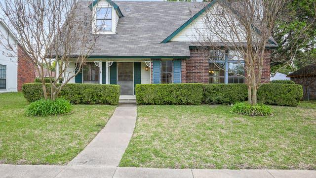 Photo 1 of 26 - 1121 Greenbriar Ln, Lancaster, TX 75146