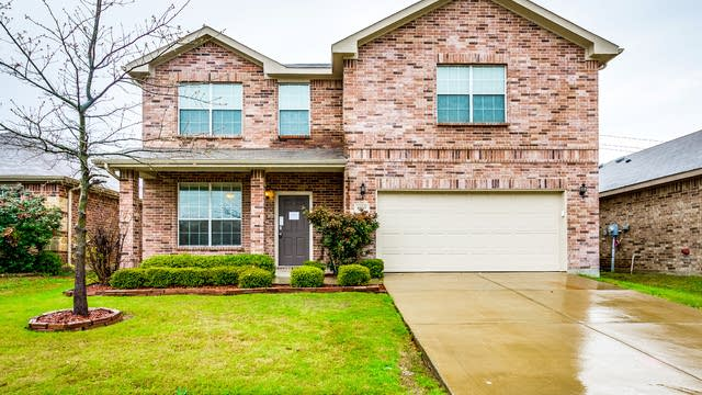 Photo 1 of 32 - 10517 Rising Knoll Ln, Fort Worth, TX 76131