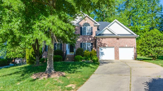 Photo 1 of 25 - 112 Drakewood Pl, Cary, NC 27518