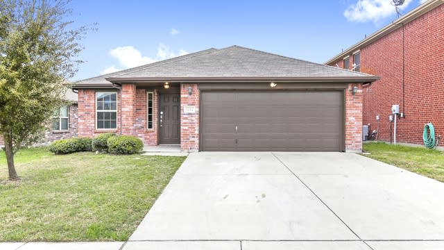 Photo 1 of 27 - 5212 Mirror Lake Dr, Haltom City, TX 76117