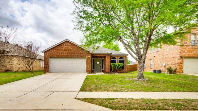 Photo 1 of 26 - 1313 Riverside Rd, Roanoke, TX 76262