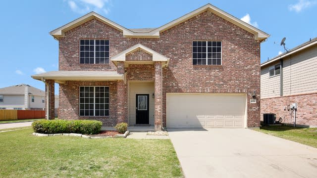 Photo 1 of 32 - 8501 Star Thistle Dr, Fort Worth, TX 76179