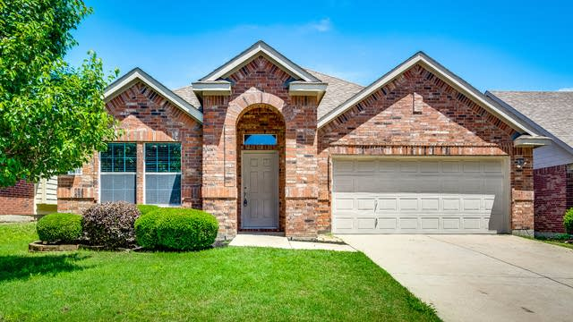 Photo 1 of 28 - 5916 Greenmeadow Dr, Argyle, TX 76226