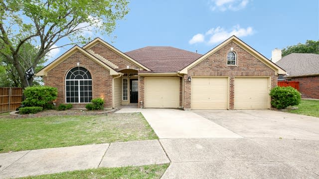 Photo 1 of 26 - 8304 Crystalwood Dr, Dallas, TX 75249