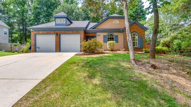Photo 1 of 28 - 10412 Conistan Pl, Charlotte, NC 28031