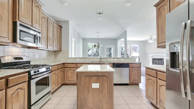 Photo 1 of 26 - 5017 Keating St, Fort Worth, TX 76244