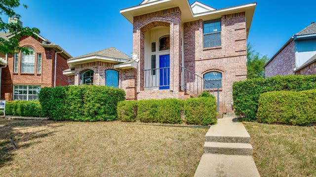 Photo 1 of 27 - 1320 Creekview Dr, Lewisville, TX 75067