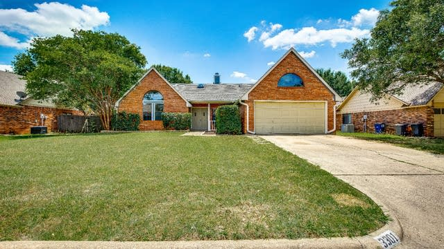 Photo 1 of 29 - 3301 Fairview Dr, Corinth, TX 76210
