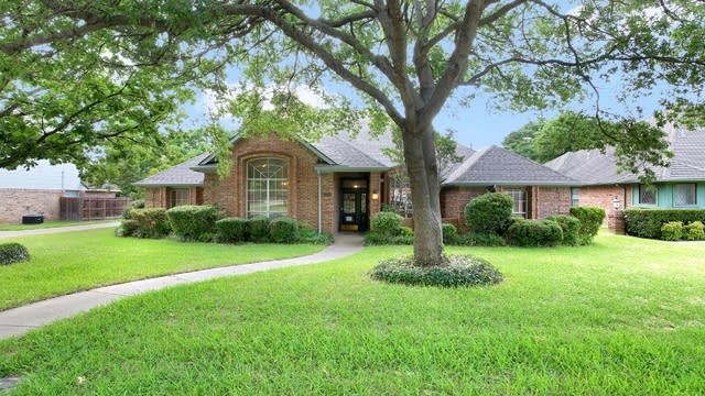 Photo 1 of 26 - 910 Kensington Dr, Duncanville, TX 75137