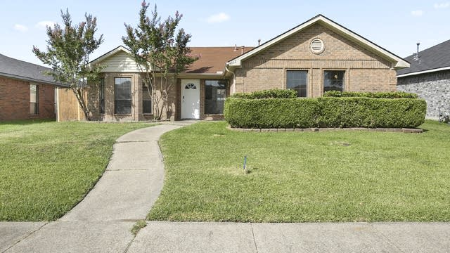 Photo 1 of 25 - 6517 Bluebonnet Dr, Rowlett, TX 75089