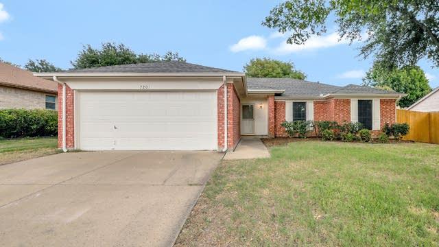 Photo 1 of 23 - 7201 Royal Oak Dr, Benbrook, TX 76126