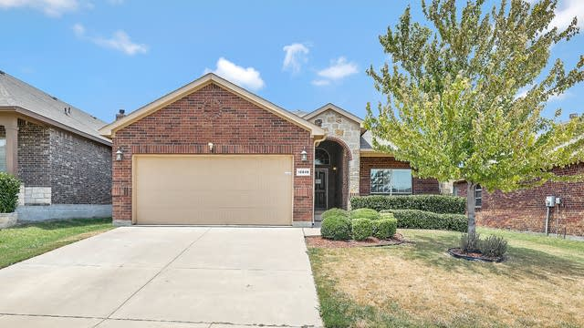 Photo 1 of 25 - 10849 Emerald Park Ln, Haslet, TX 76052