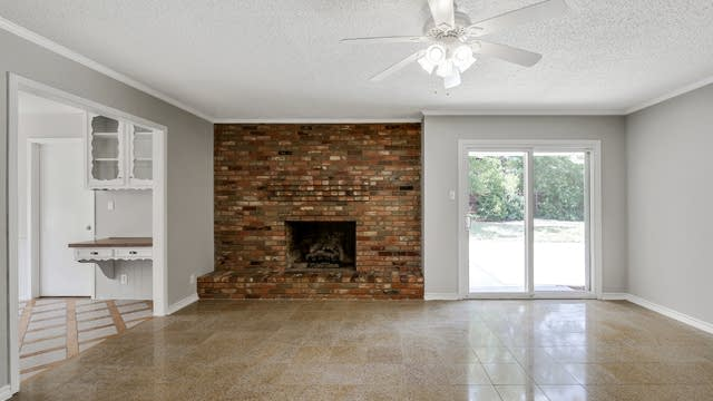 Photo 1 of 25 - 1818 Signet Dr, Euless, TX 76040