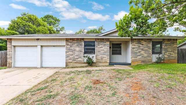 Photo 1 of 25 - 708 W Harwood Rd, Euless, TX 76039