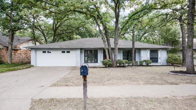 Photo 1 of 26 - 3017 Scenic Hills Dr, Bedford, TX 76021