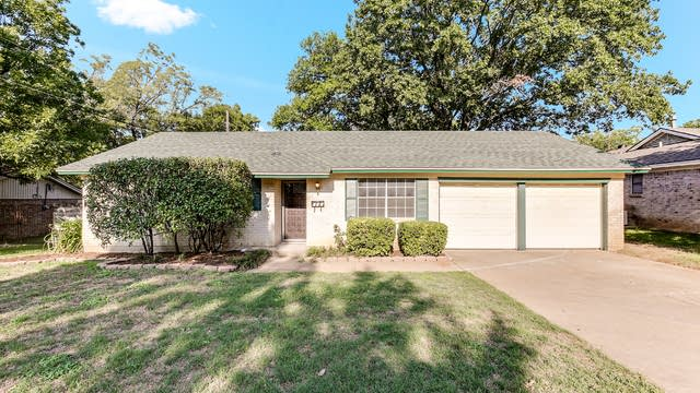 Photo 1 of 16 - 612 Mesa Dr, Euless, TX 76040