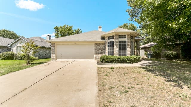 Photo 1 of 20 - 1912 Green Willow Dr, Fort Worth, TX 76134
