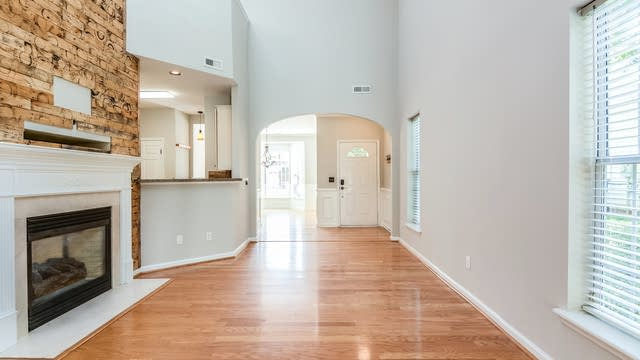 Photo 1 of 17 - 2728 Cherry Field Dr, Raleigh, NC 27603
