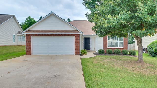 Photo 1 of 19 - 1825 Courtyard Ln, McDonough, GA 30252