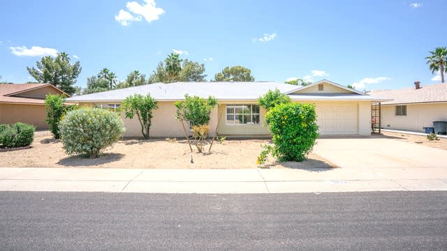 Photo 1 of 26 - 9833 W Evergreen Dr, Sun City, AZ 85373