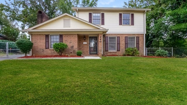 Photo 1 of 25 - 1408 Fern Valley Dr, Charlotte, NC 28216