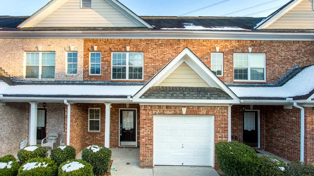 Photo 1 of 27 - 1780 Willow Branch Ln NW, Kennesaw, GA 30152