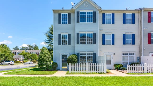 Photo 1 of 13 - 8600 Neuse Landing Ln, Raleigh, NC 27616