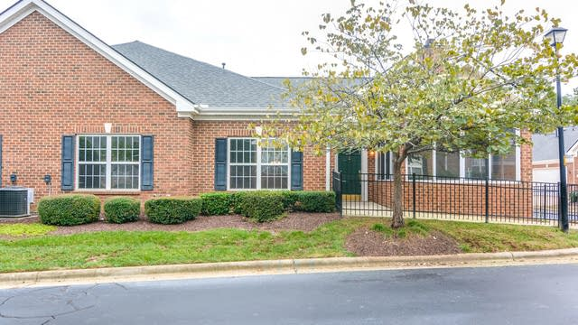 Photo 1 of 14 - 1026 Thistle Briar Pl, Cary, NC 27511