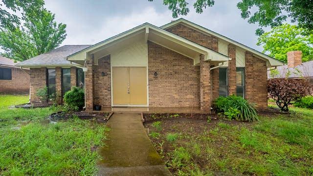 Photo 1 of 28 - 215 Hillcroft Dr, Duncanville, TX 75137