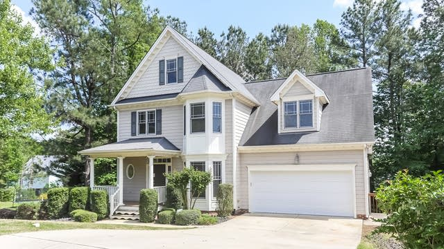 Photo 1 of 24 - 1725 White Dogwood Rd, Apex, NC 27502