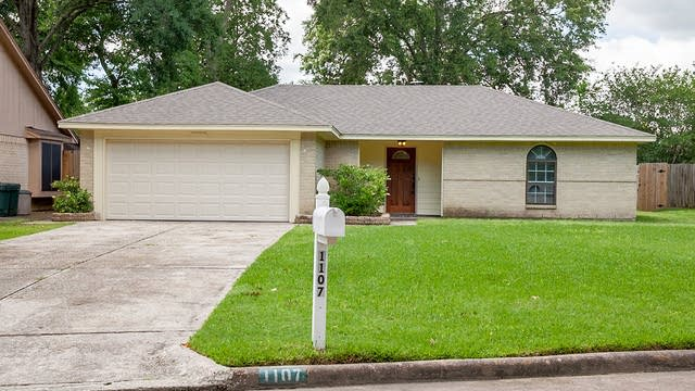 Photo 1 of 16 - 1107 Trunnions Way, Crosby, TX 77532