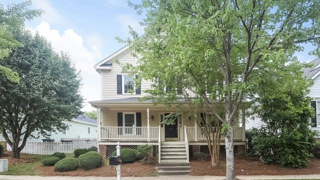 Photo 1 of 25 - 305 Hyannis Dr, Holly Springs, NC 27540