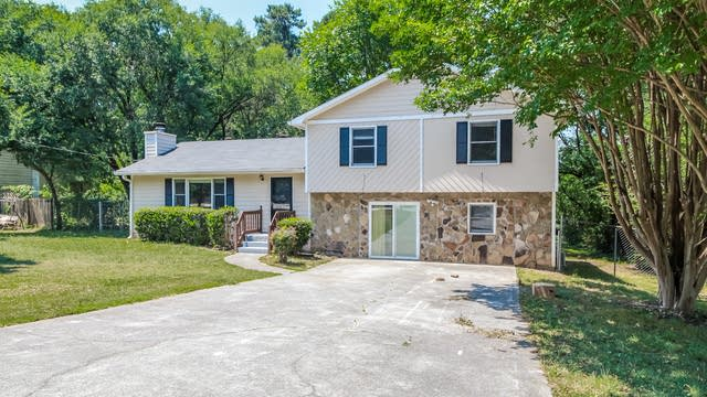 Photo 1 of 25 - 1747 Litchfield Rd, Snellville, GA 30078