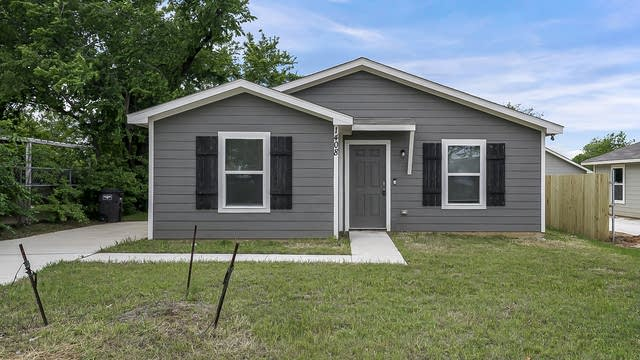 Photo 1 of 22 - 1408 Langston St, Fort Worth, TX 76105