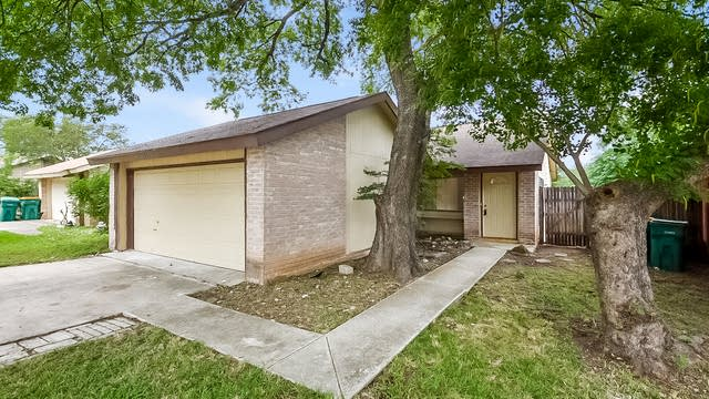 Photo 1 of 25 - 9706 Meadow Dr, Converse, TX 78109